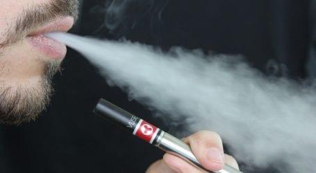 """ה-FDA מאשים חברות סיגריות אלקטרוניות: """"חוללתן מגפה בקרב קטינים, הפסיקו אותה מיד"""""""