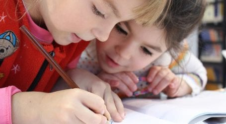 """להורים נמאס לשלם ולשתוק. עתרו לבג""""צ נגד משרד החינוך בגלל אפליה בתשלומי הורים"""