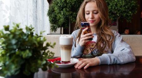 מי צריך סמארטפון ב-4,000 שקל? הצרכנים מתנפלים על מכשירי הביניים – ובצדק